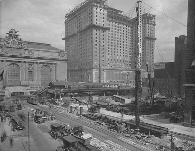 """Il Commodore Hotel, New York. Luogo in cui fu assegnato per la prima volta il nome """"flessografia""""."""